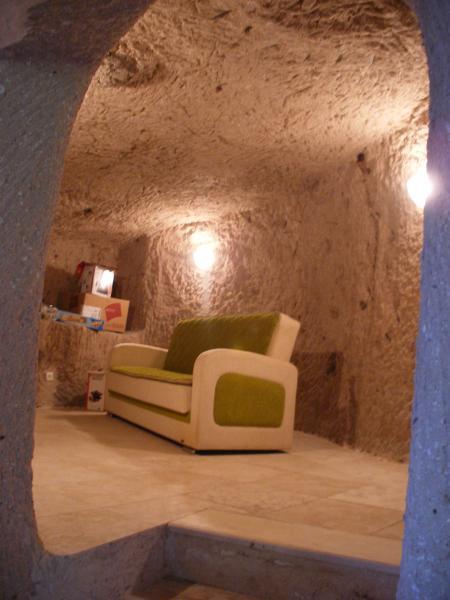 La turquie cappadoce petit salon dans une maison for Construire une maison troglodyte