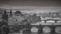 Brouillard sur les ponts de Prague