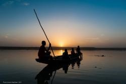 Embarcation sur le fleuve Niger