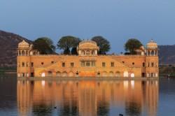 Le Jal Mahal ou « palais sur l'eau »