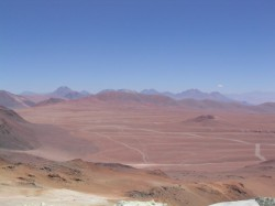 Le plateau de Chajnantor dans le désert de l'Atacama