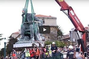 La statue de Rhodes déboulonnée au Cap