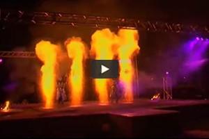 Les artistes du feu illuminent les nuits de Ratomka, au Bélarus
