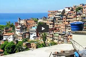 A travers la favela de Pavão-Pavãozinho
